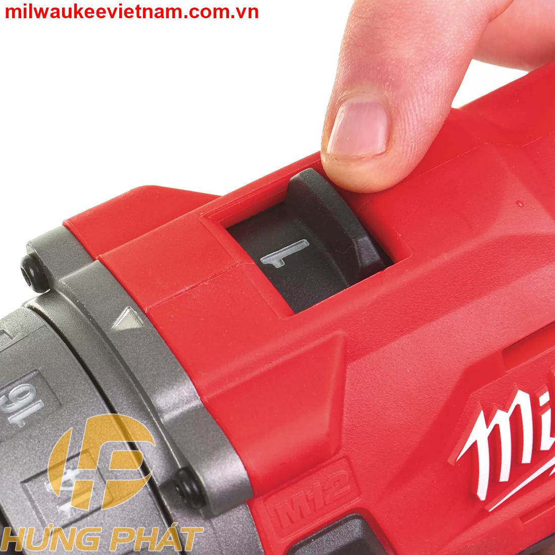 Milwaukee M12 FPD cho phép người dùng chuyển đổi giữa 2 chế độ có tốc độ không tải, tốc độ đập khác nhau.